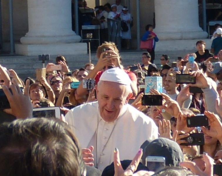 Pape francois zoom 1
